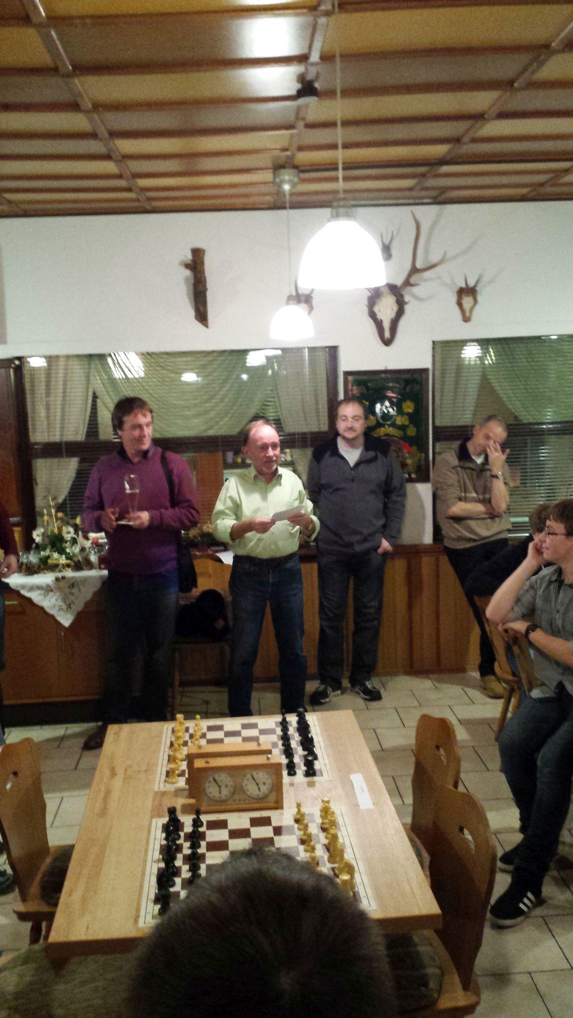 Thomas Meyer, der Turlierleiter Uwe Römhild und der Gewinner Thomas Lesser