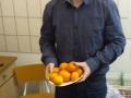 Vereinschef reicht Gesundes zum Frühstücl